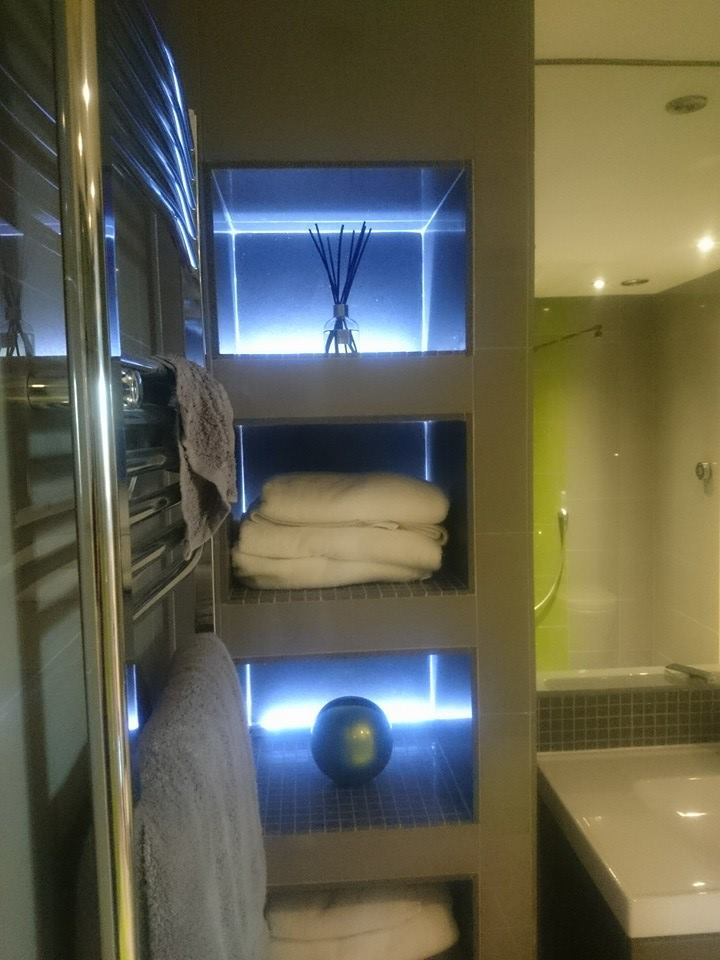 Sandwich-wetroom-bespoke-shelving-pic1.jpg